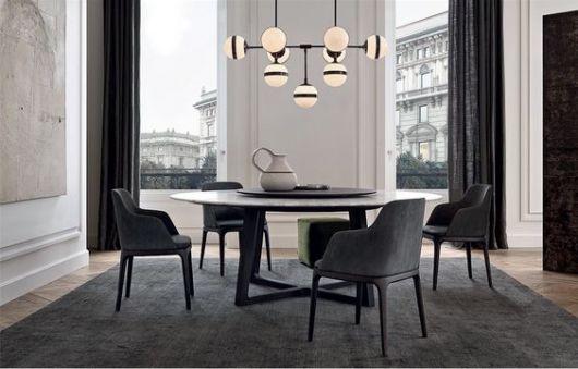 Mesa de jantar preta e branca.