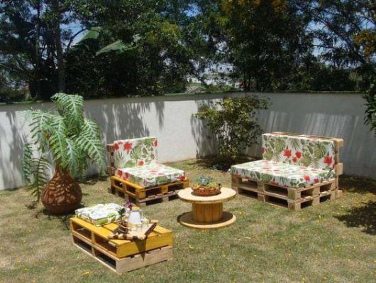 Móveis para jardim com paletes.