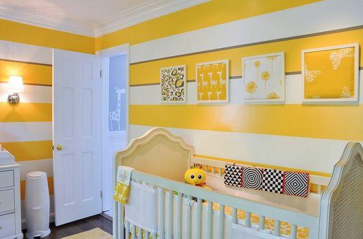 quarto de bebê unissex com listras