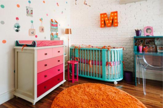 quarto de bebê unissex com berço verde