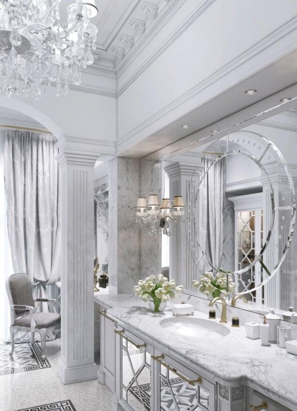 Banheiro chique e sofisticado com lustre de cristais e espelho veneziano