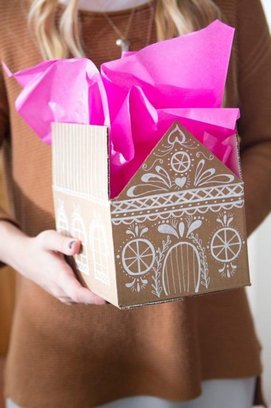 Caixa de presente de papelão artesanal decorada