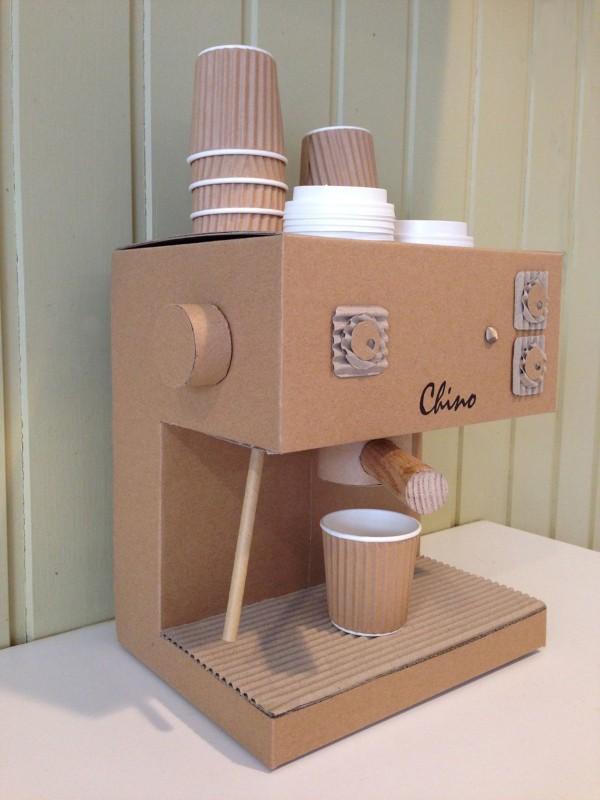 Maquina de café para criança de papelão