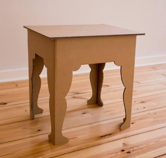 Mesa infantil simples de papelão