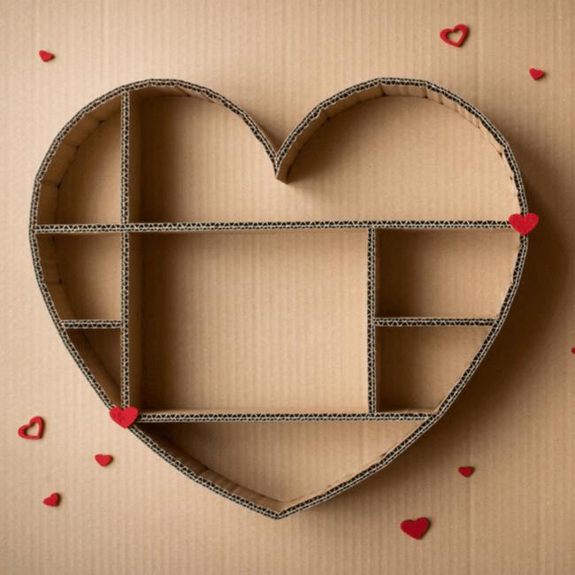 Nicho de papelão em formato de coração