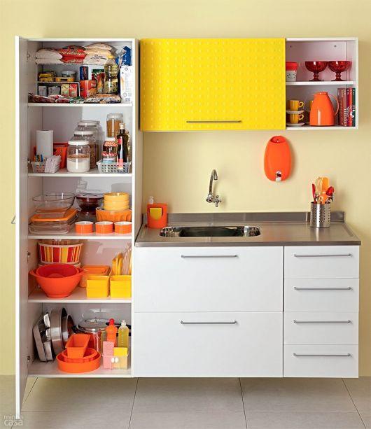 dica para organizar armário de cozinha pequeno