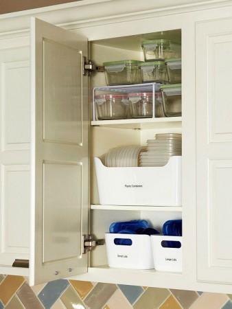 como organizar armario de cozinha com potes de vidro e plástico