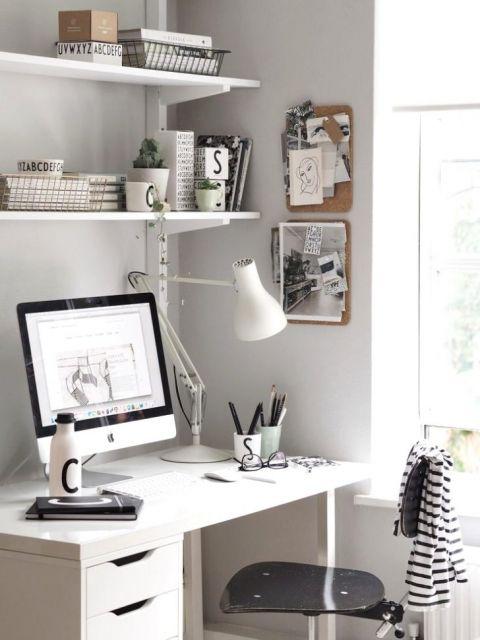 Escrivaninha moderna branca.