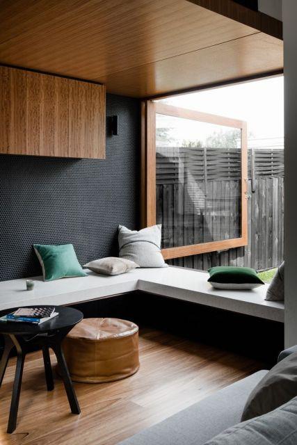 decoração com janela de madeira