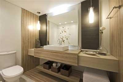 Lustre para banheiro em tons amarronzados.