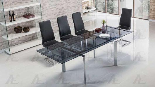 Mesa de jantar extensível de vidro.