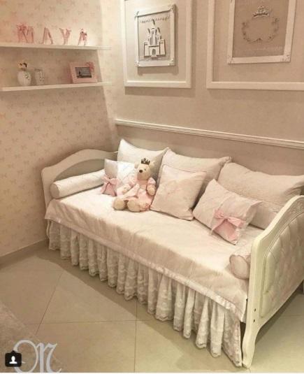 cama com cabeceira almofadada