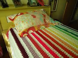 Colcha de Crochê colorida com listras