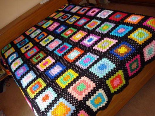 Colcha de Crochê colorida em desenho quadrado