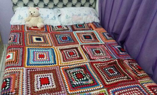 Colcha de Crochê colorida em quadrados