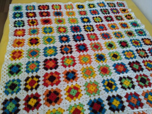Colcha de Crochê em quadrados com borda branca
