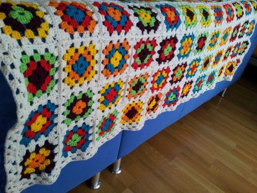 Colcha de Crochê em quadrados com flores