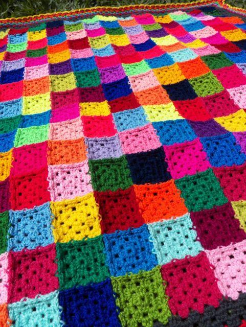 Colcha de Crochê em quadrados coloridos estilo arco-íris
