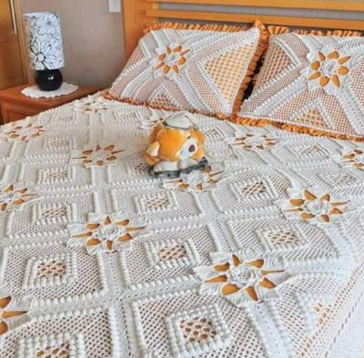 Colcha de Crochê com tecido laranja