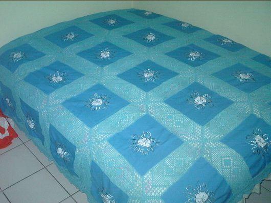 Colcha de Crochê com tecido azul