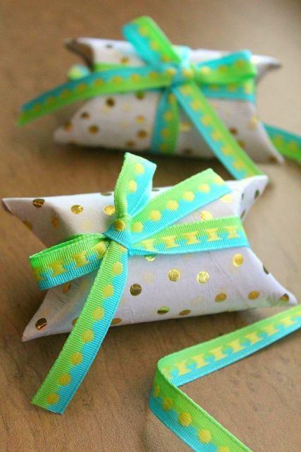 embalagem com rolo de papel higiênico