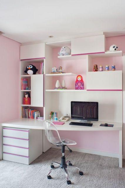 escrivaninha branca e rosa