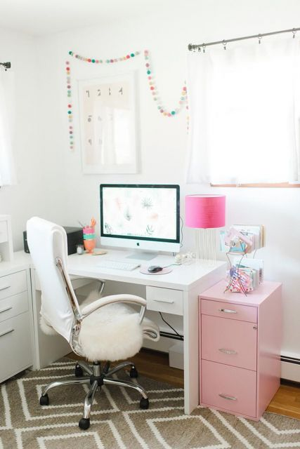 home office branco e rosa