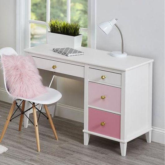 móvel branco e rosa
