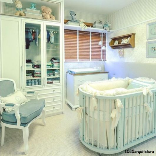 quartinho de bebê azul e branco