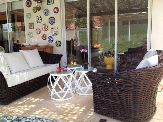 mesas de vime com poltronas para varanda