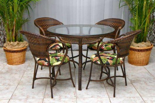 mesas de vime para varanda e piscina