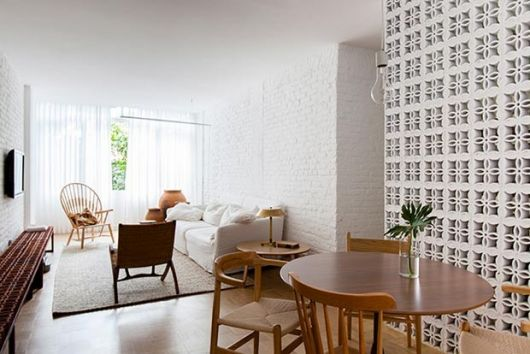 parede vazada na sala de jantar branca