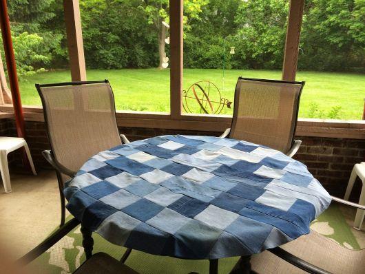 Toalha de mesa redonda em patchwork.