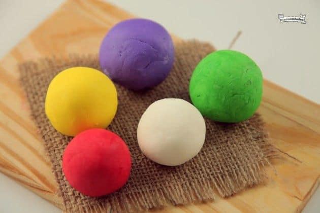 Biscuit tingido de varias cores
