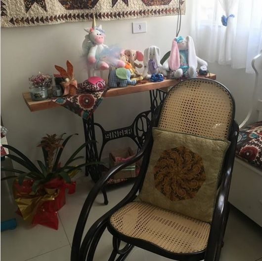 decoração com cadeira de palha