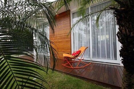 varanda com cadeira