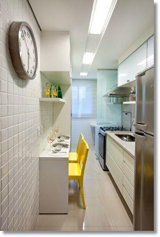 cozinha corredor branca