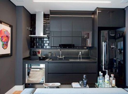 cozinha preta apartamento