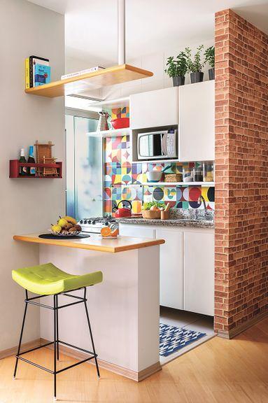 cozinha pequena com balcão