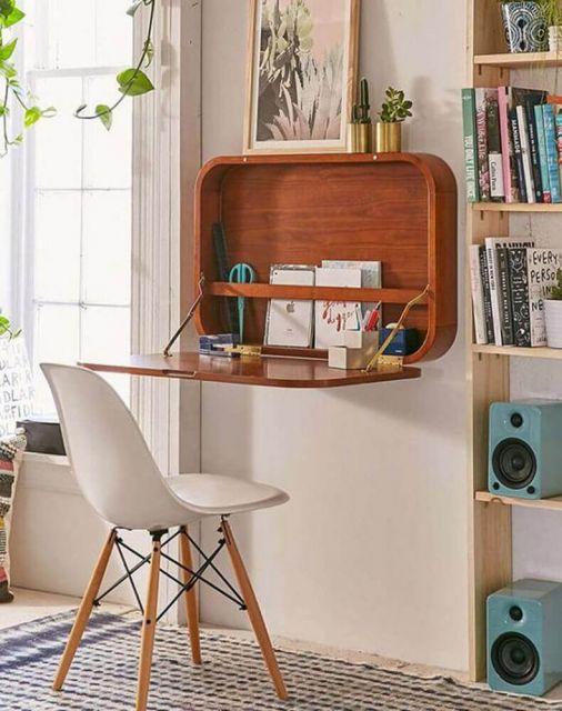 De madeira que ainda serve para colocar alguns adereços decorativos - uma cor linda, por sinal