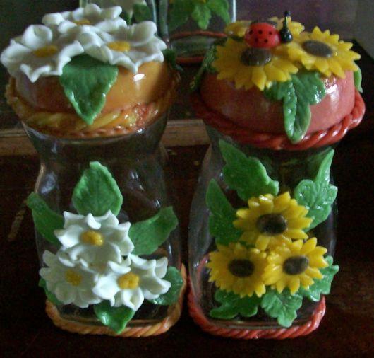 Flores de Biscuit brancas no pote