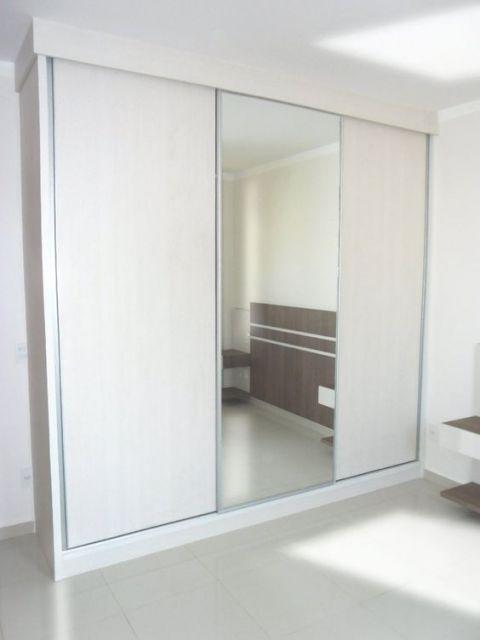 guarda-roupa branco com espelho porta do meio