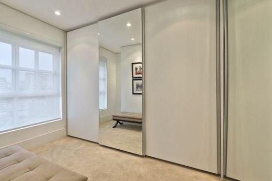 armário com portas de correr
