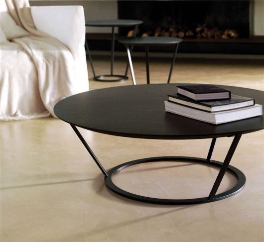 Mesa redonda vintage com design futurista