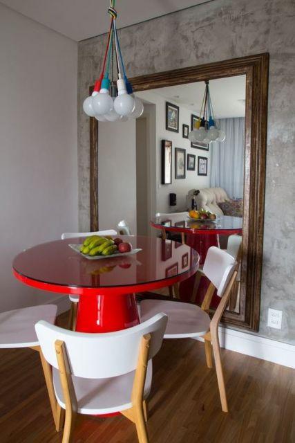 mesa de jantar vermelha