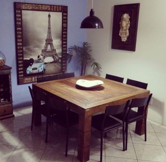 Mesa quadrada de madeira com estilo europeu