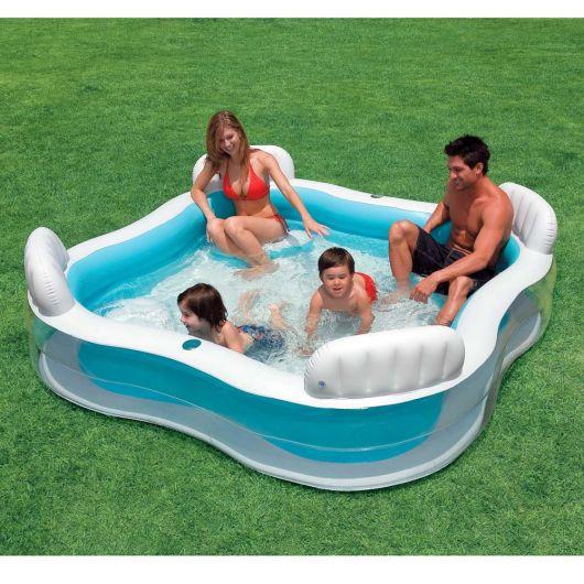 piscina com bancos