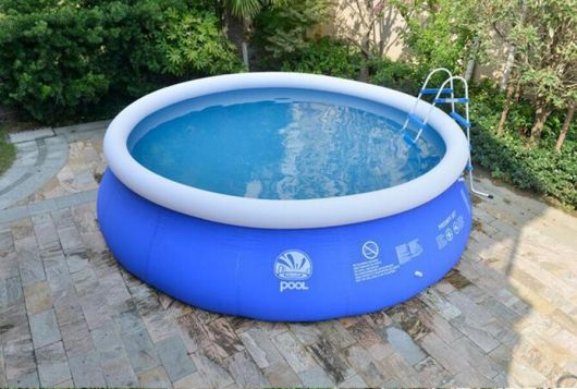 piscina com escadinha