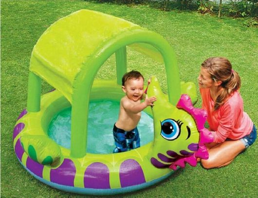 piscina com cobertura bebê