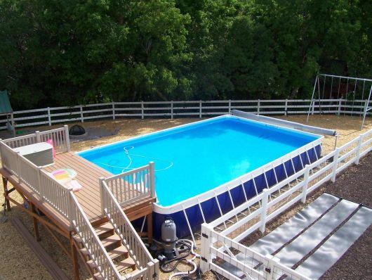 piscina retangular com deck